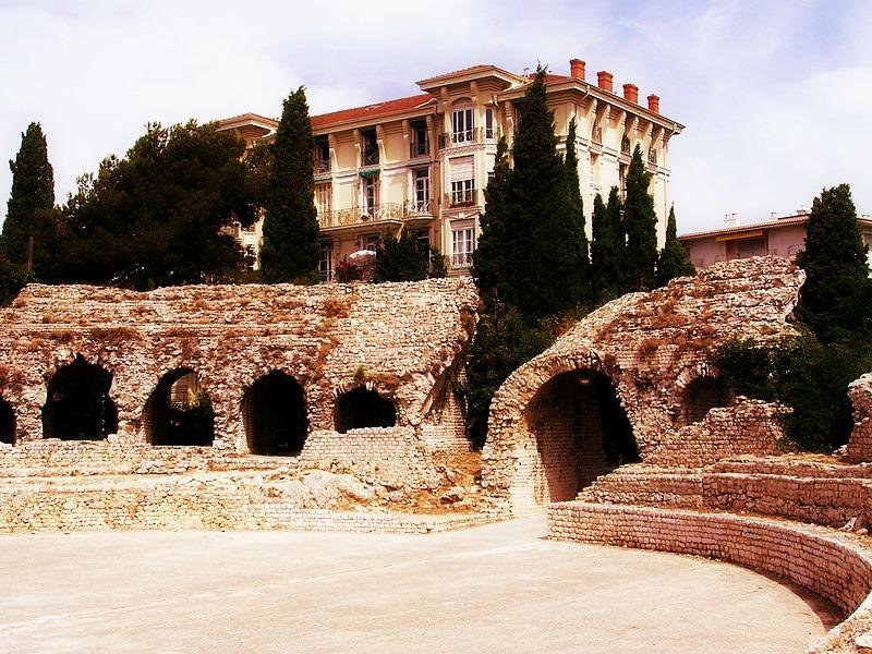 Les ruines des arenes romaines de Cimiez